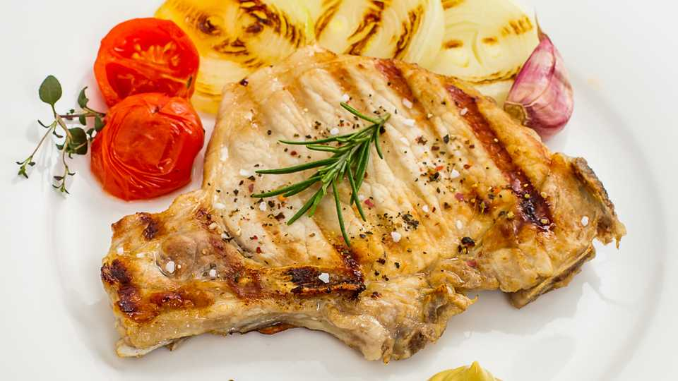 Grilled Pork Chops with Onion