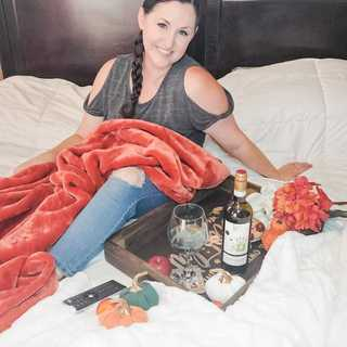 It's Friday! Who's ready for a weekend of snuggles, cozy blankets, and #KRISPinotGrigio? 🙋‍♀️